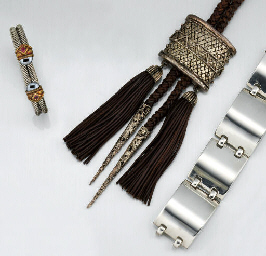 A GROUP OF JEWELLERY AND COSTU