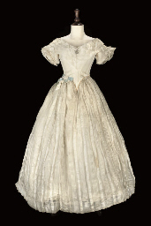 A CREAM CHALLIS EVENING GOWN,
