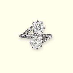A DIAMOND 'TOI ET MOI' RING