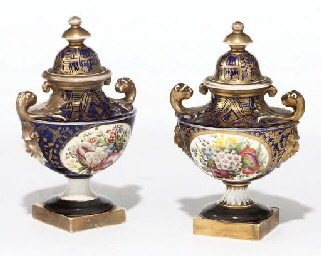 A PAIR OF ENGLISH PORCELAIN BL