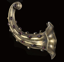 A Victorian gilt-metal posy ho