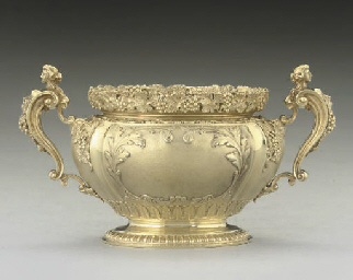 AS FINE SILVER-GILT SUGAR BOWL