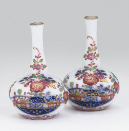 A PAIR OF MEISSEN MINIATURE BO