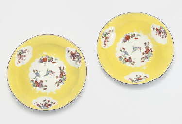 A PAIR OF MEISSEN YELLOW-GROUN