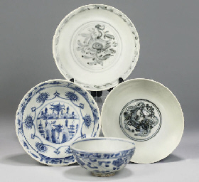 Three Chinese blue and white b