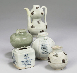 A Chinese double gourd ewer, Y