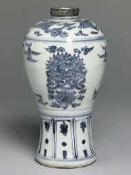 A late Chinese Ming blue and w