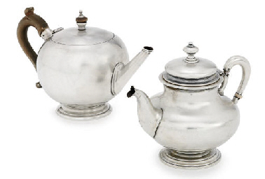A GEORGE V SILVER TEAPOT
