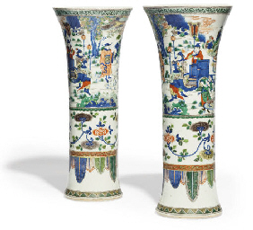 A PAIR OF CHINESE WUCAI BEAKER