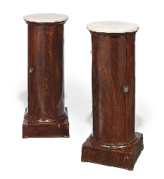 A PAIR OF ITALIAN MAHOGANY COL