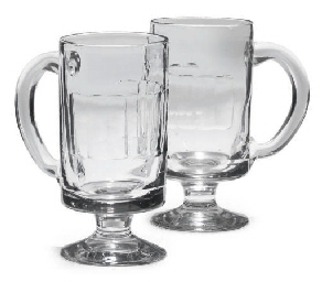 A PAIR OF CLEAR GLASS TANKARDS