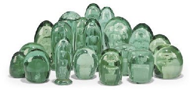 SEVENTEEN VARIOUS GREEN GLASS