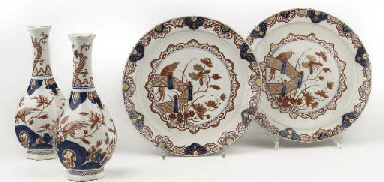 A pair of Delft doré chinoiser