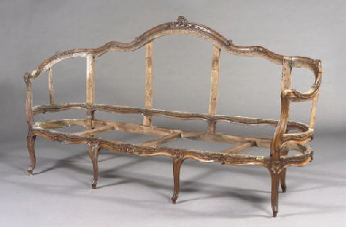 A LOUIS XV WALNUT CANAPE EN CO