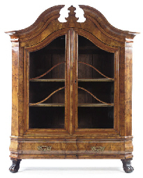 A GERMAN WALNUT DISPLAY CABINE