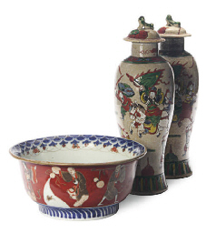 A JAPANESE IMARI BOWL AND A PA