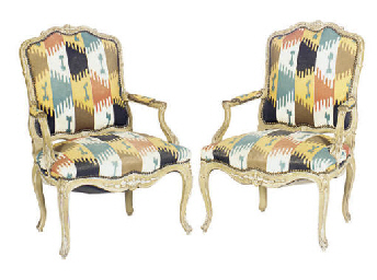 A PAIR OF PAINT-DECORATED FAUT