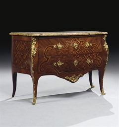 COMMODE BOMBEE D'EPOQUE LOUIS