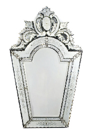 A VENETIAN ETCHED AND GLASS MO