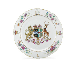 A FAMILLE ROSE PLATE WITH THE