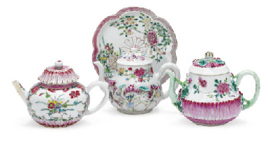 THREE FAMILLE ROSE TEAPOTS AND