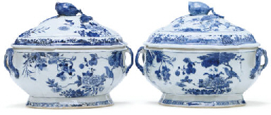 A PAIR OF BLUE AND WHITE TUREE