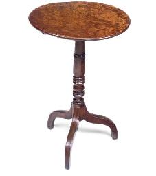 AN EARLY VICTORIAN TRIPOD TABL