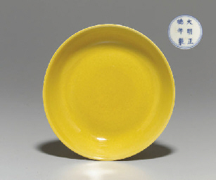 AN IMPERIAL YELLOW-GLAZED SAUC