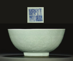 A LARGE CELADON-GLAZED INCISED
