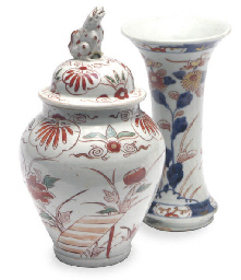 A PAIR OF JAPANESE IMARI BEAKER VASES AND A PAIR OF JARS AND...