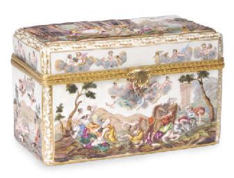 A CAPODIMONTE-STYLE BOX AND CO