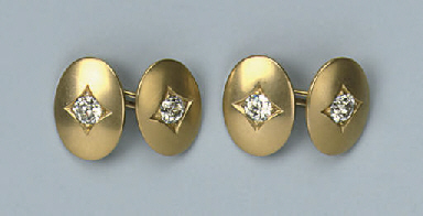 A PAIR OF DIAMOND CUFFLINKS