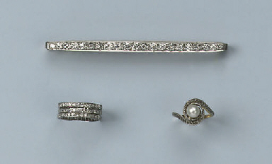 A DIAMOND BAR BROOCH AND FOUR