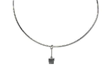 A NECKLACE WITH DIAMOND PENDAN