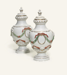 A PAIR OF GERA URN-SHAPED VASE