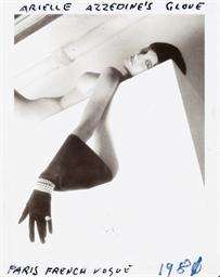 Arielle Azzedine's Glove, Pari