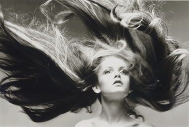 Twiggy, Hair by Ara Gallant, P