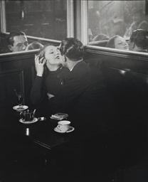Couple d'amoureux dans un peti