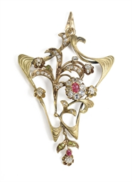 A Jeweled Gold Brooch