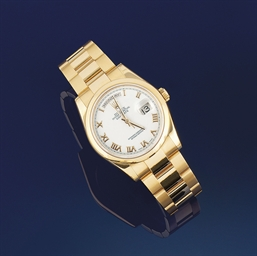 A midsize 18ct gold automatic