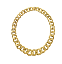 A GOLD NECKLACE, BY VAN CLEEF