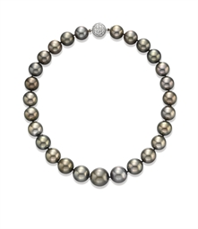 A BLACK CULTURED PEARL NECKLAC