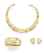 A SUITE OF MOTHER-OF-PEARL AND GOLD JEWELRY, BY ANGELA CUMMINGS