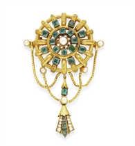 AN ANTIQUE EMERALD, PEARL AND GOLD BROOCH