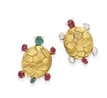 A PAIR OF MULTI-GEM AND GOLD TURTLE BROOCHES, BY VAN CLEEF &