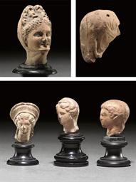 A GREEK TERRACOTTA HEAD OF A V