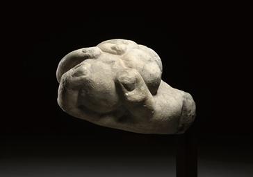 A ROMAN MARBLE HAND OF HERCULE
