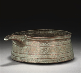 A MAMLUK ENGRAVED COPPER POURI