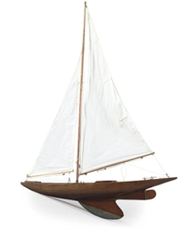 AN EDWARDIAN POND YACHT