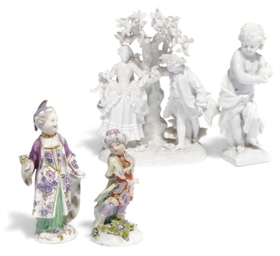 A GROUP OF FOUR PORCELAIN FIGU